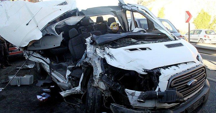 Öğrenci servisi, pamuk yüklü kamyona çarptı: 14 yaralı!
