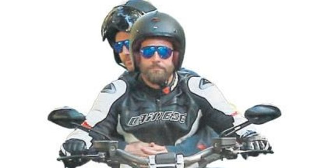 Motosiklete asla kasksız binmiyor