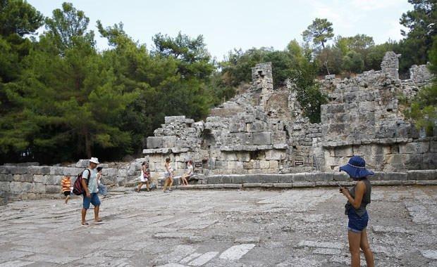Tarihle doğanın bütünleştiği Phaselis Antik Kenti