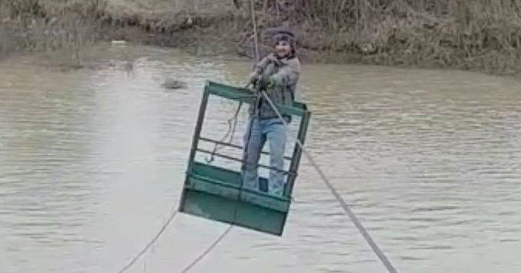 Aras Nehri'ni ilkel teleferikle karşıya geçiyorlar