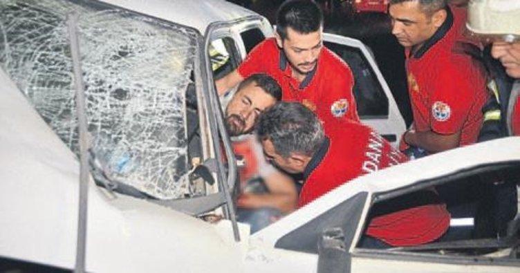 Otomobil beton bariyere çarptı: 1 kişi yaralandı