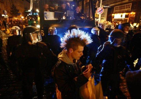 Sokak festivalinde çatışma