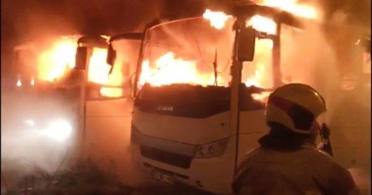 Park halindeki 2 otobüs patlama sonrası alev alev yandı, 2 kişi dumandan etkilendi