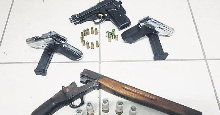 Durdurulan araçtan çok sayıda silah çıktı