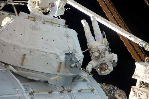 İlk uzay yürüyüşüne çıktılar