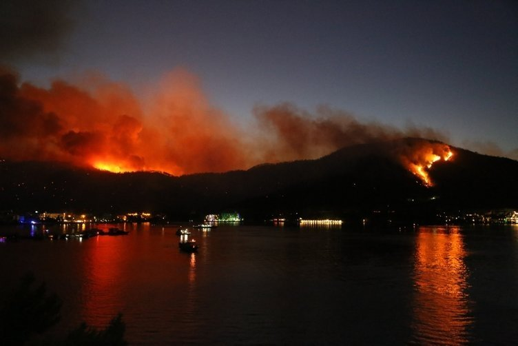 SON DAKİKA! Manavgat, Marmaris, Mersin, Adana, Osmaniye yanıyor! Evler, oteller, iş yerleri büyük tehdit altında...