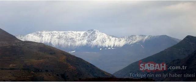 Keşiş Dağları'nda temmuz ayında kar yağdı
