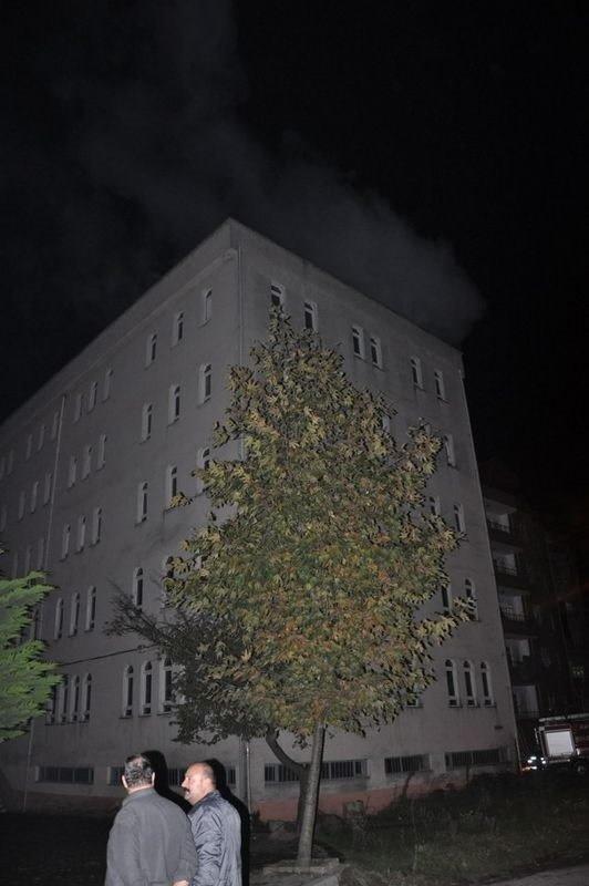Öğrenci yurdunda yangın paniği