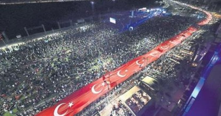 9 Eylül için dev Türk bayrağı
