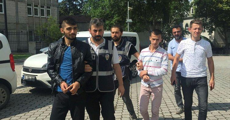 Etek giydirip, çektikleri görüntü ile şantaj yapan 2 kişi yakalandı