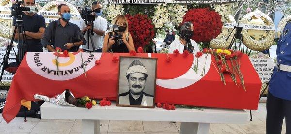 Usta oyuncu Ferhan Şensoy'un cenazesine gölge düşüren olay! Büyük saygısızlık... 14
