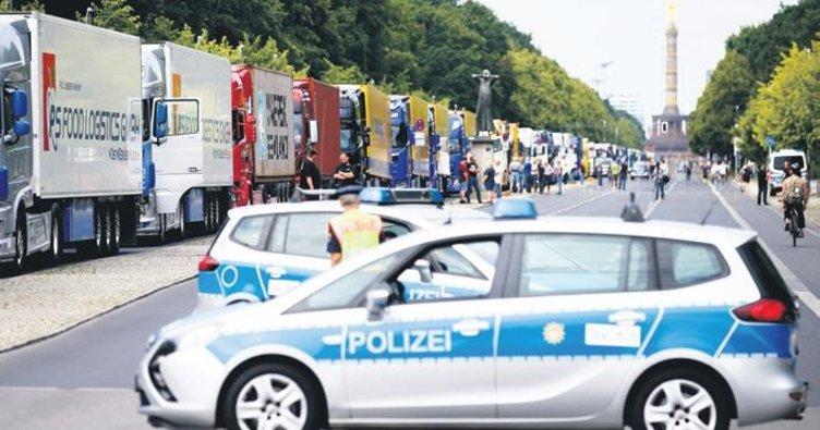 Kamyoncular Berlin'i felç etti