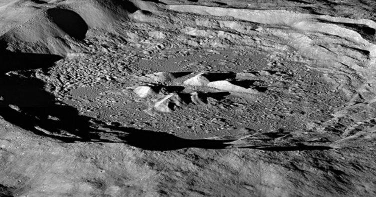 NASA, Ay'ın yüzeyinde 'su buzulları' buldu