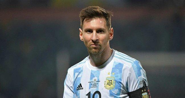 PSG Lionel Messi'den haber bekliyor! Rüya transfer gerçekleşecek mi?