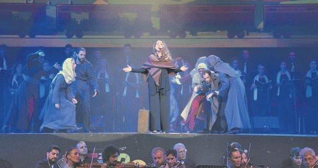 Zümrüd-ü Anka müzikali Antalya'yı büyüledi