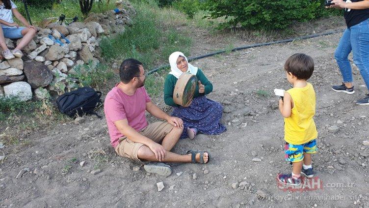 Emre Hoca yaz tatilini türkülerin izinde geçiriyor
