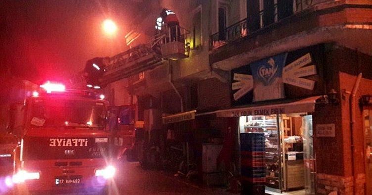 Üç katlı apartmanda çıkan yangın korkuttu