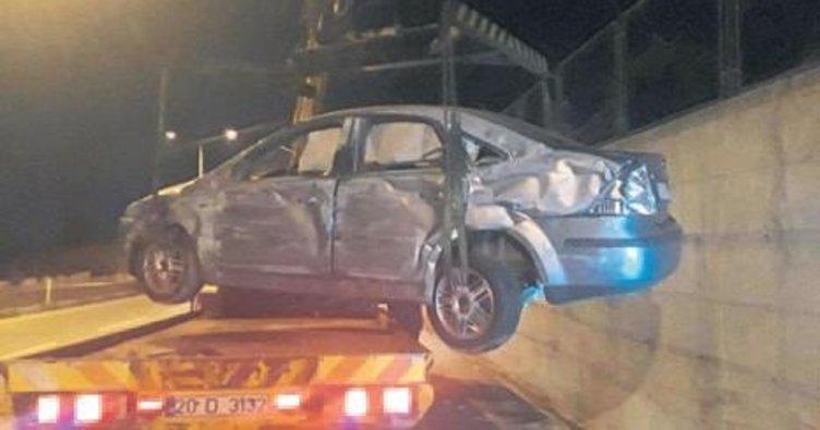 Devrilen araçta 4 kişi yaralandı