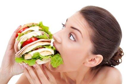 Kilo vermek için gözlerinizi bağlayarak yemek yiyin