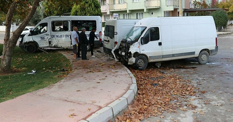 Diyaliz hastalarını taşıyan minibüs kaza yaptı; 1 ölü, 6 yaralı