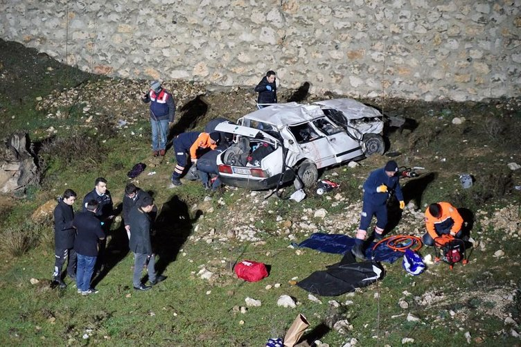 2 otomobil 20 dakika arayla aynı yerde dereye uçtu: 3 ölü, 8 yaralı