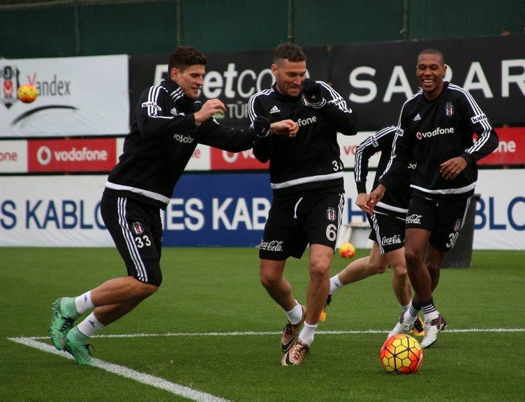 Son dakika Beşiktaş'ta sıcak transfer gelişmesi! Yıldız oyuncu geri dönmek istiyor