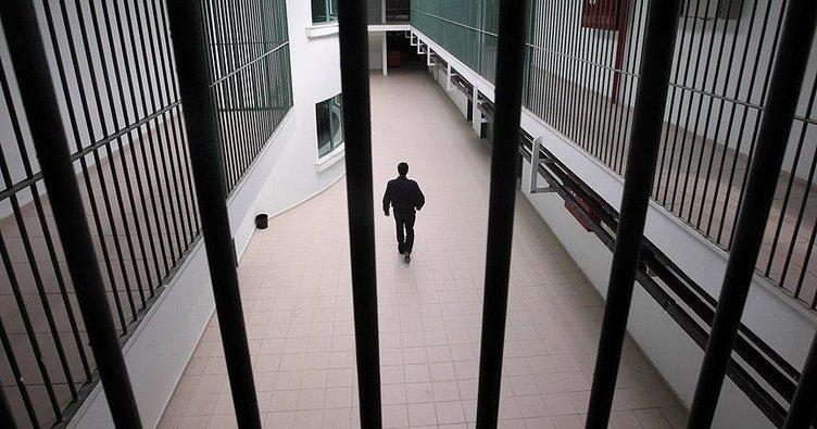 Polise tüküren adama hapis cezası