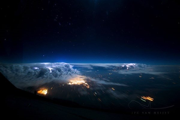 Hollandalı pilotun çektiği büyüleyici gökyüzü fotoğrafları