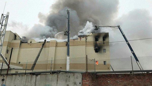 Rusya'daki yangında çocuklar diri diri yandı...