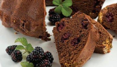 Böğürtlenli ve antepfıstıklı kek tarifi