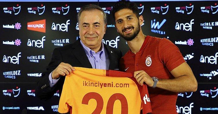 Galatasaray, Emre Akbaba için imza töreni düzenledi