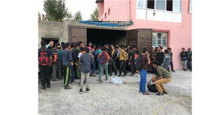Van'da 3 katlı evde 244 kaçak yakalandı