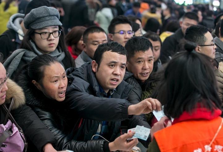 Çin'de hava koşulları onbinlerce yolcuyu mahsur bıraktı