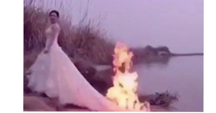 Düğün fotoğrafı için canlı canlı yanıyordu