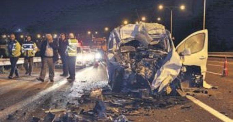 Otomobil kamyona çarptı, 1 kişi öldü