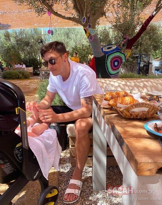 Mesut Özil Küçük prensesim dediği kızı ile tatil pozu paylaştı! Mesut Özil'i kıskanan Amine Gülşe de kızı Eda ile aynı pozu verdi!