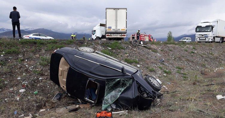 TIR ile otomobil çarpıştı: 2 ölü 3 yaralı