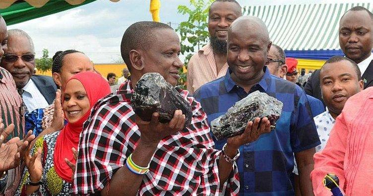 Bu kez 2 milyon dolarlık taş buldu