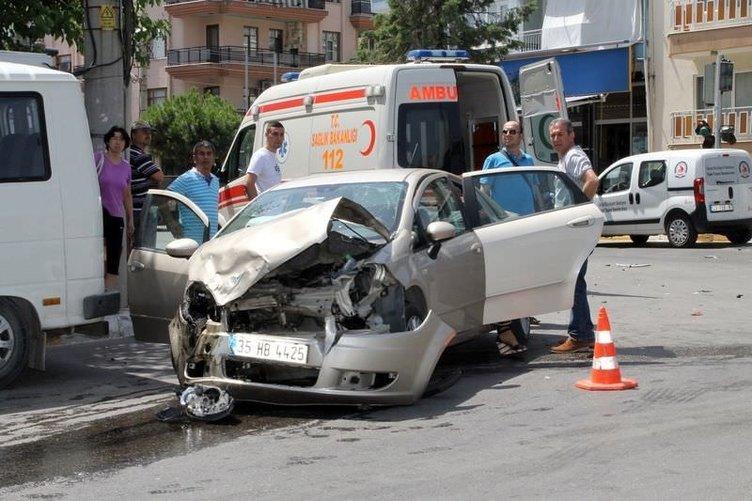 Denizli'de belediye otobüsü markete daldı