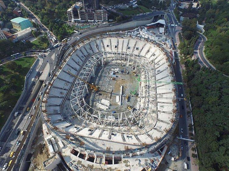 Vodafone Arena'nın çatısı yükselmeye başladı