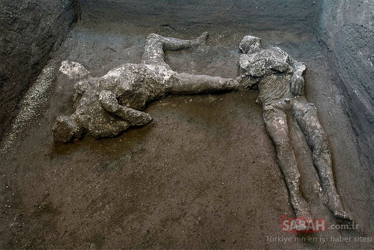 Pompei'deki felaketten kaçmaya çalışırken kül olan 2 insan bedeni bulundu! İşte o görüntüler...