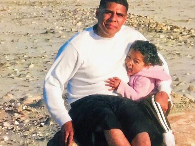 Amerikan polisinin 'Göz bebeği' kadın polis bir adamı vurarak öldürdü!