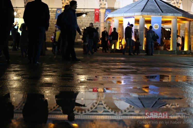 Teröristlerin yakıp yıktığı Kurşunlu Cami ibadete açıldı