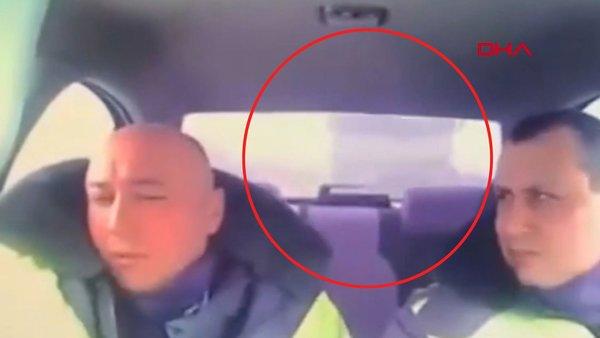 TIR'ın çarptığı polis aracı içinde yaşanan dehşetin görüntüleri rotaya çıktı | Video