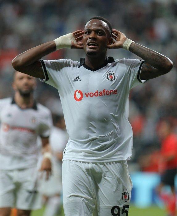 Beşiktaş'ın golcüsü Larin'e Yunan talip!