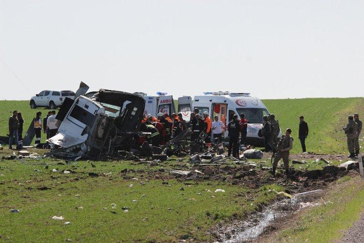 Diyarbakır'da askeri aracın geçişi sırasında patlama!