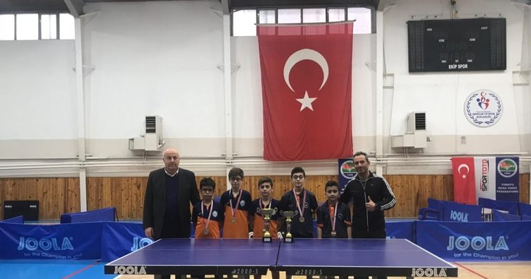 Medeniyet Okulları Masa Tenisi Küçük Erkekler İl Şampiyonası finalinde şampiyon oldu