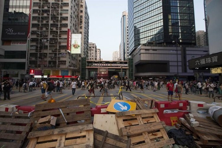 Hong Kong'da işgalciler çoğalıyor