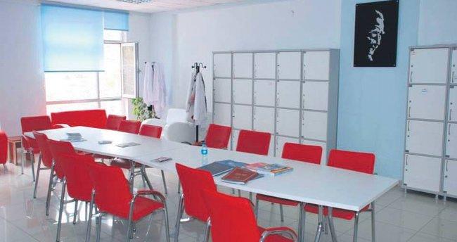 5 okulda öğretmenler odası yenilendi