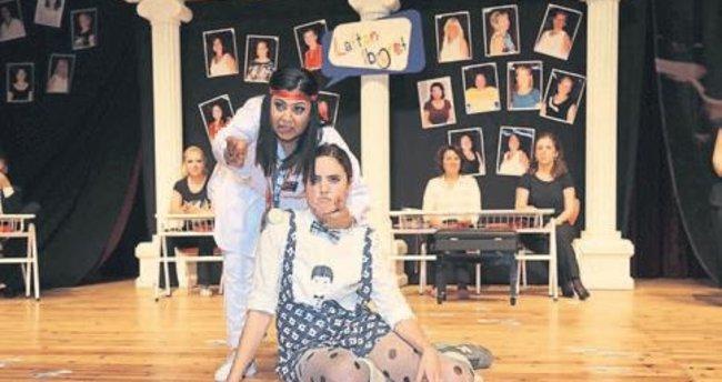 İZSİAD'lı kadınlar sahneyi çok sevdi